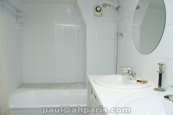 Ah Paris vacation apartment 318 - sdb