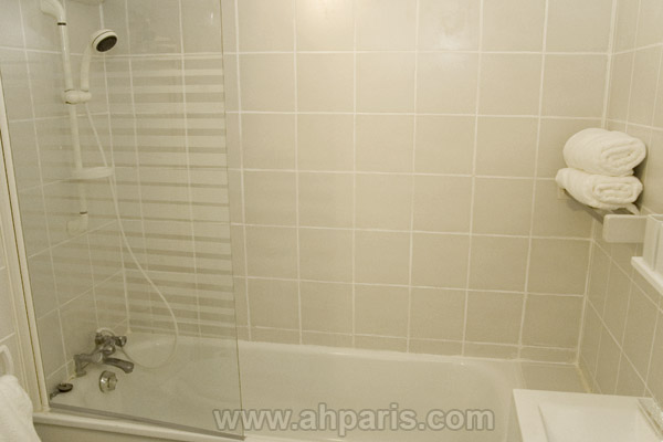 Ah Paris vacation apartment 372 - sdb_2